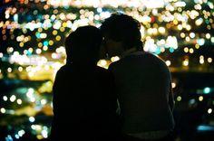 Casal beijando