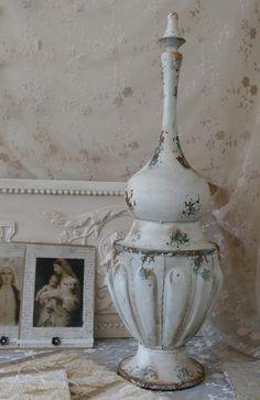 Fléche décorative patinée ivoire de chez Jeanne d'Arc Living en vente sur www.perledelumieres.com