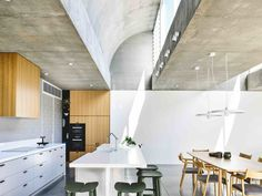 Vaulted Skylights and Concrete Columns Connect This Melbourne Home With the Sun - Photo 3 of 10 -