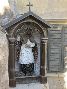 Tucked into corners in the streets one may come across a personal shrine such as this. Sud Tirol