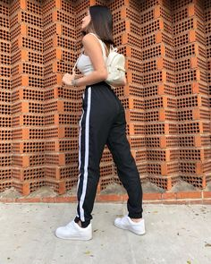 Outfits With Leggings – Lady Dress Designs Modest Summer Outfits, Uni Outfits, Sporty Outfits, Trendy Outfits, Girl Outfits, Fashion Outfits, Fashion Trends, Legging Outfits, Sweatpants Outfit