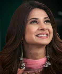 Bollywood Girls, Bollywood Actors, Indian Natural Beauty, Jennifer Winget Beyhadh, Actress Pics, Simple Eye Makeup, Jennifer Love, Girly Pictures, India Beauty