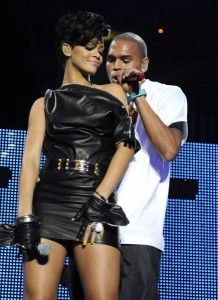 Rihanna Photos - Singers Rihanna and Chris Brown perform on stage during Jingle Ball at Madison Square Garden on December 2008 in New York City. (Photo by Scott Gries/Getty Images) * Local Caption * Rihanna;Chris Brown - Jingle Ball 2008 - Show Rihanna Cover, Rihanna Photos, Rihanna Riri, Chris Brown Et Rihanna, Good Kisser, Famous Couples, Brown Fashion, Celebs, Musica