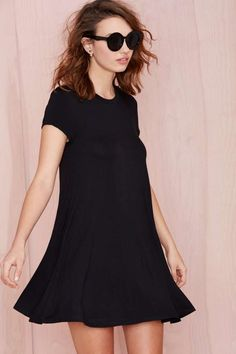 Go back to basics in this Nasty Gal Essential!  It's a shirt dress with a crew neck, cap sleeves, and A-line silhouette.