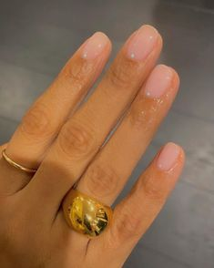 """Minimal mani for @rochellehumes 💚 #naturalnails"""" • Apr 11, 2021 at 9:21am UT Short Almond Nails, Short Nails, Get Nails, How To Do Nails, Happy Nails, Almond Acrylic Nails, Hair Skin Nails, Minimalist Nails, Types Of Nails"""