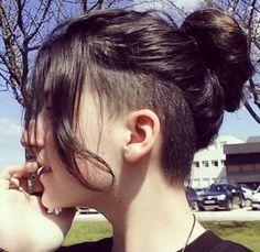 Frauen mit bei haaren undercut langen undercut unter