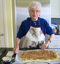 My mom's Canadian Prairie Homemade Cinnamon Buns are famous in our family, our neighbourhood and home town: step by step images included. Make Ahead Breakfast, Breakfast Recipes, Dessert Recipes, Cinnamon Bun Recipe, Cinnamon Rolls, Bread Bun, Pan Bread, Bread Rolls, Amish Recipes