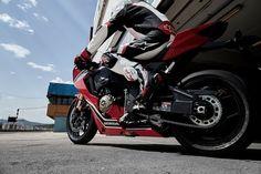 Nice Honda 2017: 2017 Honda CBR1000RR: the Fireblade goes electronic...  Café racer, vélomoteurs et motos...