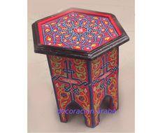 Mesa marroquí octogonal pintada, varios colores  Excelente producto de la artesanía marroquí, hecho a mano y pintado cuidadosamente. Dos tamaños y diferentes colores.  Al ser un producto completamente artesanal la forma y el color son los mismos, los motivos florales y el diseño de los dibujos pueden cambiar, antes de enviarle la mesa le podemos enviar una foto de lo que hay actualmente en estok.    Mesa pequeña: 40cm x 30cm x 30cm: 44€ Mesa grande: 50cm x 40cm x 40cm: 73€    ...