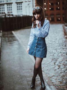 Scalp below to get the denim-skirt clothing fashion females are dressing this plummet. Denim Skirt Winter, Blue Denim Skirt, Winter Skirt Outfit, Winter Outfits, Winter Clothes, Short Jeans, All Jeans, Denim Skirt Outfits, Denim Dresses