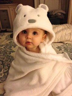 Have thandi lage - Baby - Varsad ma nainai kayri. Have thandi lage - Baby - Outfits Cute Little Baby, Lil Baby, Baby Kind, Cute Baby Girl, Little Babies, Baby Love, Cute Babies, Foto Baby, Cute Baby Pictures