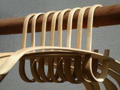 CABIDE BAMBU - Feito integralmente de bambu, as duas peças que o compõe este…