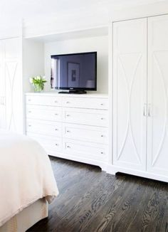 Stunning bedroom features a wall of built-in dresser and dual wardrobe cabinets. - Stunning bedroom features a wall of built-in dresser and dual wardrobe cabinets. The Effective Pict - Bedroom Built Ins, Master Bedroom Closet, Tv In Bedroom, Bedroom Dressers, Trendy Bedroom, Diy Bedroom, Built In Bedroom Cabinets, Master Bedrooms, Closet Wall