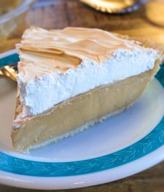 This homemade Butterscotch Cream Pie is the creamiest, most delicious pie ever. It's super simple to make, and once you try it you'll never buy a box of pudding again. Don't like meringue? Top it with whipped cream. - My Country Table Pie Recipes, Whole Food Recipes, Dessert Recipes, Cooking Recipes, Yummy Recipes, Cooking Stuff, Cookbook Recipes, Copycat Recipes, Recipes