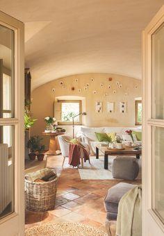mediterranean homes plans Terracota Floor, Casa Patio, Mediterranean Decor, Mediterranean Architecture, Interior Decorating, Interior Design, Cozy Living, Home Living Room, Old Houses