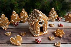 ...konyhán innen - kerten túl...: Mézeskalács Gingerbread, Christmas Ornaments, Holiday Decor, Desserts, Tailgate Desserts, Deserts, Ginger Beard, Christmas Jewelry, Postres