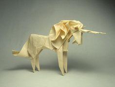 Anleitung Und hier wird auch noch erklärt, wie Du ein Origami-Einhorn faltest:
