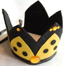 Lyla Halloween inspiration 2013 queen bee black and yellow felt crown with by feltedkitten on Etsy Toddler Costumes, Tutu Costumes, Hero Costumes, Costume Ideas, Bumble Bee Wings, King Bee, Ladybug Costume, Gossamer Wings, Felt Crown