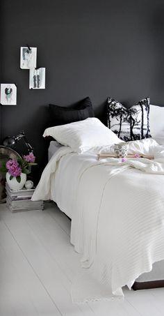 Stylish Girlish Bedroom Design Inspiration With Black Walls