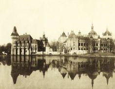 Városligeti-tó és a millenniumi kiállításra épített történelmi főcsoport épületei, balra a Vajdahunyad vára. A felvétel 1896-ban készült. A kép forrását kérjük így adja meg: Fortepan / Budapest Főváros Levéltára. Levéltári jelzet: HU.BFL.XV.19.d.1.01.002