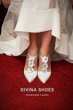 Λευκες δερμάτινες νυφικές γόβες με λεπτομέρειες από πέτρες Swarovski Divina Swarovski, Luxury, Handmade, Shoes, Fashion, Moda, Hand Made, Zapatos, Shoes Outlet