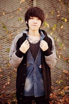 Park Hyung Seok - apply contest ulzzang you resources gallery - Asianfanfics Asian Men Fashion, Japanese Fashion, Ulzzang Fashion, Tomboy Fashion, Hong Young Gi, Male Clothes, Ulzzang Boy, Hugo, Korean Men