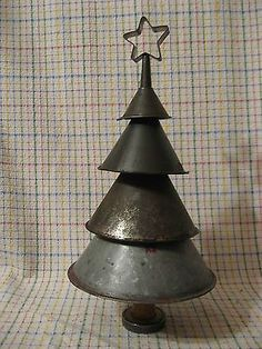 Primitive Metal Funnel Christmas Tree with a Vintage Cookie Cutter Star U. Primitive Metal Funnel Christmas Tree with a Vintage Cookie Cutter Star Ursprünglicher Meta Prim Christmas, Country Christmas, Winter Christmas, All Things Christmas, Vintage Christmas, Christmas Holidays, Cowboy Christmas, Metal Christmas Tree, Father Christmas