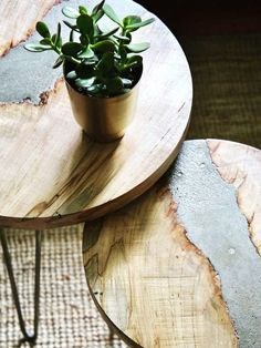 Beautiful concrete and wood furniture with Quikrete #ad