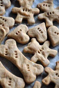 Una fantastica raccolta di 9 ricette in italiano di biscotti da fare in casa per far felici i nostri cagnoloni!