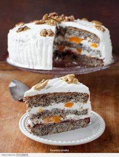 Poppy seed layer cake with peaches and mascarpone frosting Polish Desserts, Polish Recipes, Wine Recipes, Cooking Recipes, Fudge Cake, Happy Foods, Great Desserts, Occasion Cakes, Food Cakes