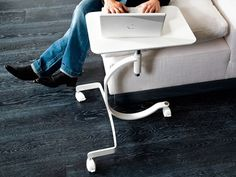 Mesa auxiliar con ruedas para ordenador portátil MEDIA Colección Office@home by DOMITALIA   diseño Diego Marocco