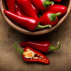 Capsaicin, the substance that makes chili peppers so darn hot, is an effective remedy for pain AND pleasure. See how it works! Capsaicin, the substance that makes chili peppers so darn hot, is an effective remedy for pain AND pleasure. See how it works! Chile Picante, Cheese Mold, Lime Recipes, Pepper Seeds, Man Food, Healthy Detox, Easy Detox, Food Facts, Stuffed Hot Peppers
