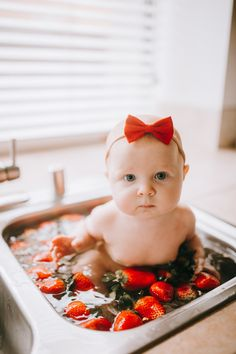 Strawberry bath 🛁 Baby Girl Photos, Pregnancy Photos, Youtubers, Cute Babies, Strawberry, Bath, Mom, Heart, Kids