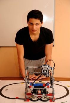 15-year-old student building an open source LEGO-based 3D printer
