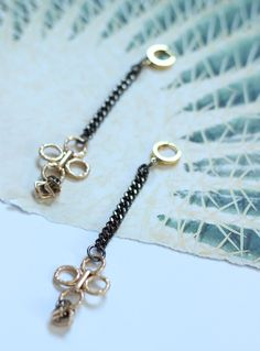 Handmade hammered earrings. Materials Sterling silver gold plated ear hoops Metal elements Measures Total lenght, 10cm.