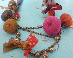 Collar de tela de jewelry.colorful de jewelry.fabric de textiles hechos a mano. uno de los tipos.
