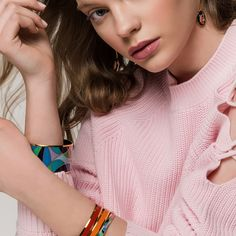 Snuggle up! FREYWILLE's fire-enamel jewels made in Vienna are true explosions of colour and pure shine. Ode To Joy, Joy Of Life, Shape Design, Life Inspiration, Online Boutiques, Explosions, Vienna, Pure Products, Jewels