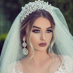 40 Stunning Wedding Makeup Ideas for Women /. Cool 40 Stunning Wedding Makeup Ideas for Women /.Cool 40 Stunning Wedding Makeup Ideas for Women /. Wedding Makeup For Brown Eyes, Wedding Makeup Tips, Natural Wedding Makeup, Wedding Hair And Makeup, Bridal Hair, Hair Wedding, Natural Makeup, Dramatic Bridal Makeup, Organic Makeup
