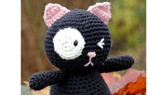 Gratis strikkeopskrifter og hækleopskrifter |Hækling til børnene | Hæklet kat i sort med hvidt øje | Søde hæklede bamser i 100 % bomuld | Håndarbejde