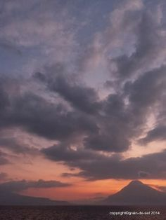 grain de sel - salzkorn: vulkanisches Himmelsblau am Atitlán-See