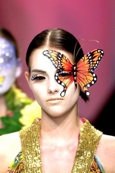 Kabuki, the Brit genius behind the stunning Manish Arora butterflies is a master of creating beautiful bejewelled applique for the face.