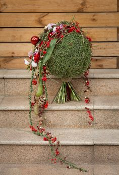 Christmas Balls, Winter Christmas, Christmas Crafts, Christmas Decorations, Holiday Decor, Christmas Floral Designs, Xmas Wreaths, Flower Backdrop, Floral Bouquets