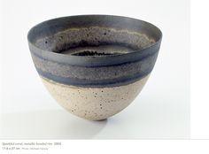 Jennifer Lee : Speckled coral, metallic banded rim, 2003 17,8 x 27 cm