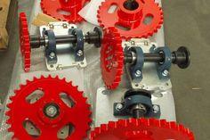 assemblaggio e montaggio meccanico di alcuni ingranaggi