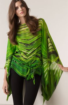 Gorgeous green flowing tunic with a subtle palm leaf chevron, hitting all the wow cylinders.