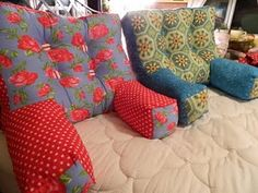 Tutorial: Armchair pillow to support your back while reading or the kids are watching TV. Cute gift idea too!