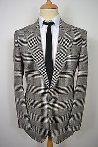 A CLASSIC VINTAGE 1980's GUARDS PURE NEW WOOL BLAZER.    Item Description:        A MEN'S UK MEDIUM 40 LONG FITTING (detailed measurements given below). Black and white check colour. Three buttons (all original). Flapped pockets at the waist and a slit pocket at the left breast. Made from Pure New Wool. Black lining with two inside pockets. Double vented. Three button cuffs. Genuine 1980's English vintage made by Guards. Excellent condition. Dry cleaned and steam pressed before being listed.