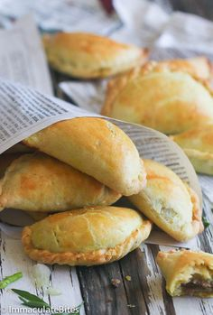 Jamaican Chicken Patties - Forget about the store-bought patties- this tastes BETTER. Jamaican Chicken Patty Recipe, Jamaican Meat Pies, Chicken Patty Recipes, Jamaican Beef Patties, Jamaican Patty, Jamaican Dishes, Jamaican Recipes, Catfish Recipes, Oven Recipes
