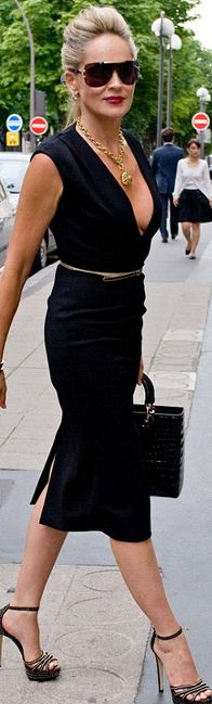 Sharon Stone - Photos - Celebs at Couture Paris Fashion Week 2012 50 Style, Mode Style, Black Style, Celebrity Gallery, Celebrity Style, Celebrity Gossip, Low Cut Dresses, Looks Street Style, Models