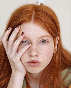 81 Charming Stacked Bob Hairstyles That Will Brighten Your Day - Hairstyles Trends Redheads Freckles, Freckles Girl, Shades Of Red Hair, Red Hair Color, Ginger Hair Girl, Wavy Bob Long, Long Hair, Stacked Bob Hairstyles, Red Hairstyles